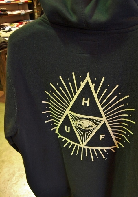 onesforte.huf_THIRD EYE TRIANGLE PULLOVER.back.JPG